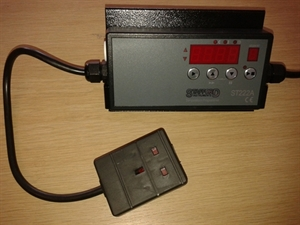 Picture of ST222 controller, type K thermocouple and plug